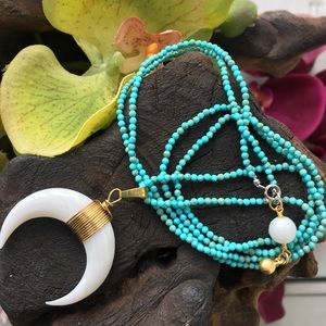 Jewelry - Turquoise beaded necklace with pendant